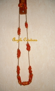 collier mi long en llaine orange détail