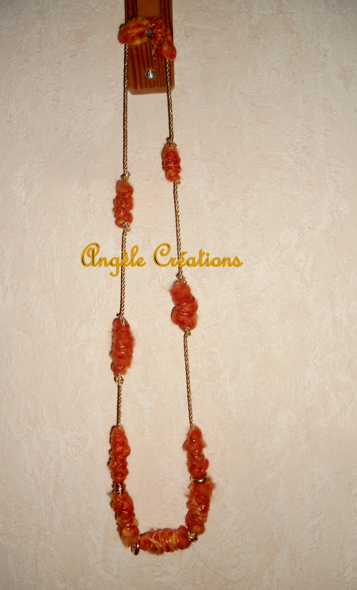 Bijoux collier /sautoiren laine bouillie