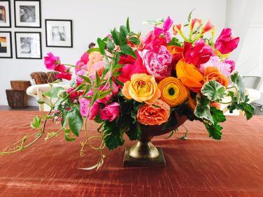 Bouquet coloré dans vase Médicis