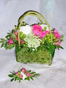 En mousse, garni de fleurs fraîches