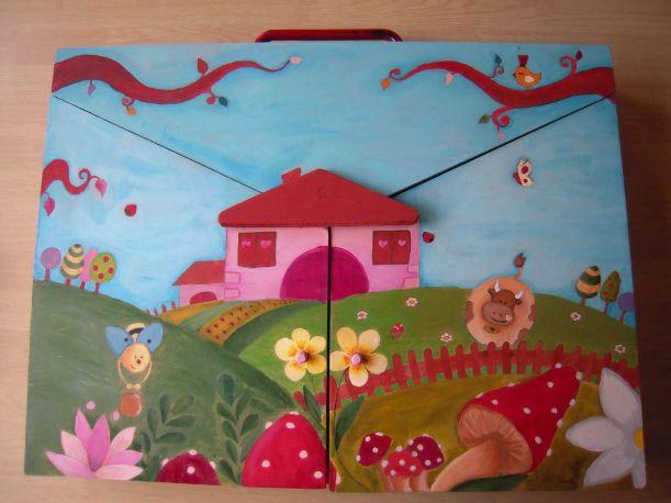 Butai en bois peint
