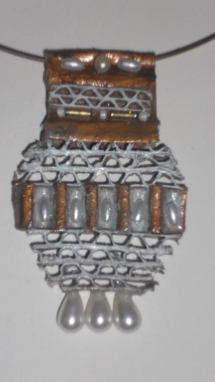 pendentif bijoux en carton