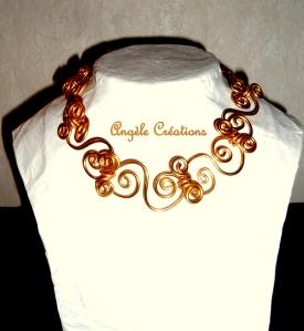 collier chaine arabesque ras du cou doré