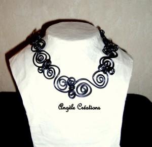 collier chaine arabesque ras du cou noir