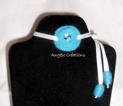 Collier bleue et blanc pour enfant en pure laine bouillie