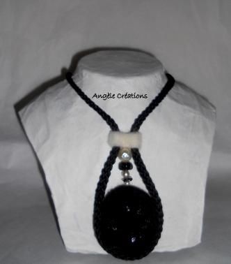 collie/pendentif noir et blanc réversible