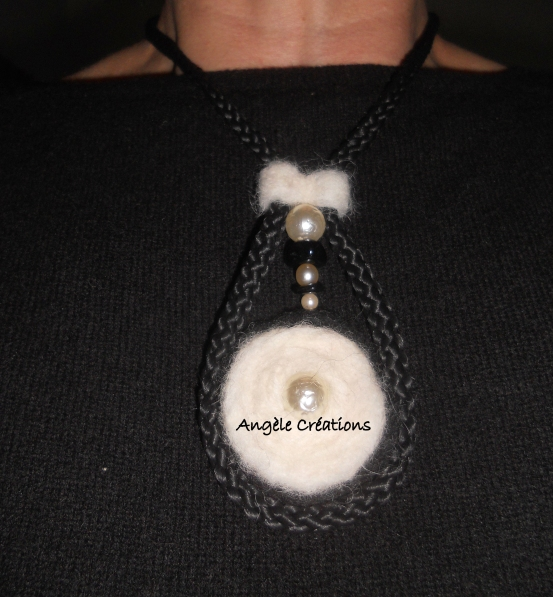 Pendentif /collier pure laine (PV 45€)