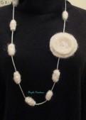 collier /sautoir perles en laine bouillie   et son motif perlée (PV 49€)
