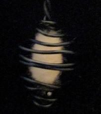 Motif en laine et fil d'aluminium