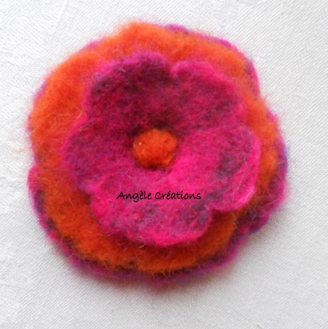 Broche laine bouillie orange rose vif SANS paillette(PV 25€)
