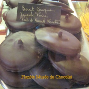 Une grande spécialité Le Beret Basque! au musée du Maitre Chocolatier Serge Couzicou