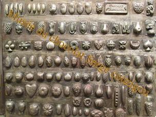 Plaques à chocolat en fer au musée du Maitre Chocolatier Serge Couzicou