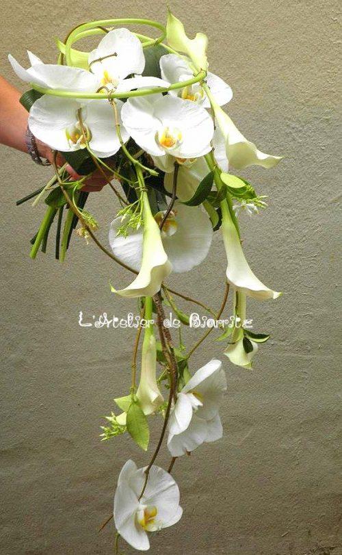 Bouquet de mariée à chute avec orchidées et calla blanc