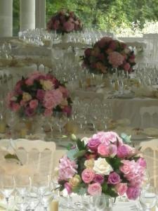 Bouquets dans vases médicis
