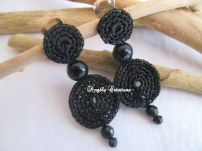 Bijoux Boucles d'oreilles au crochet et perles noires montées sur clip