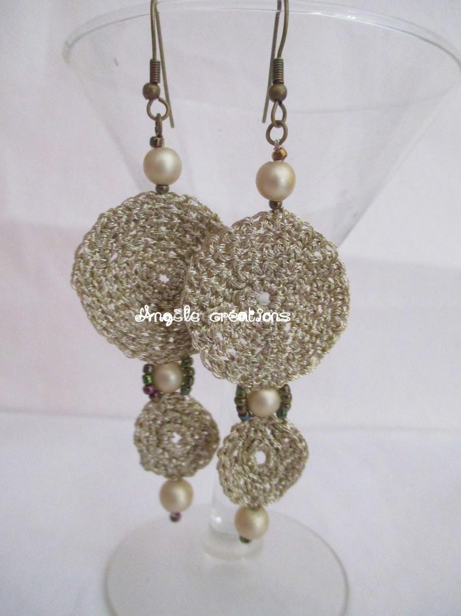 Boucle d'oreille or/Miel au crochet et perles