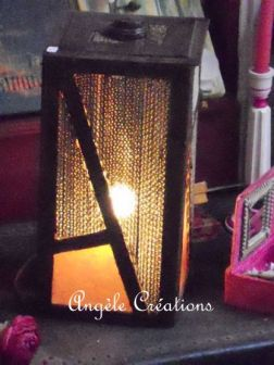 Lampe cubique en dentelle de carton et papier