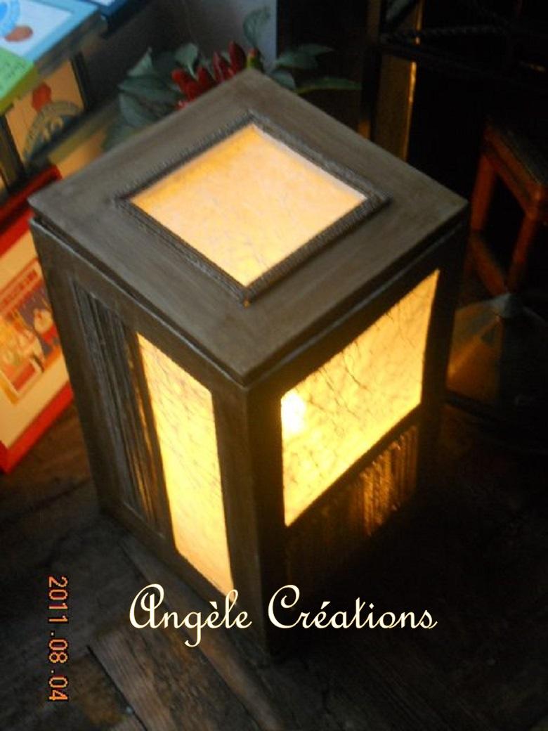 lampe cubique en carton et papier fibre