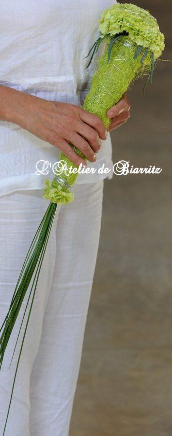Bouquet de mariée sceptre cone en oeillets verts