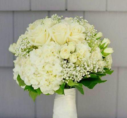 Bouquet de mariée hortensia roses et gypsophile blanc