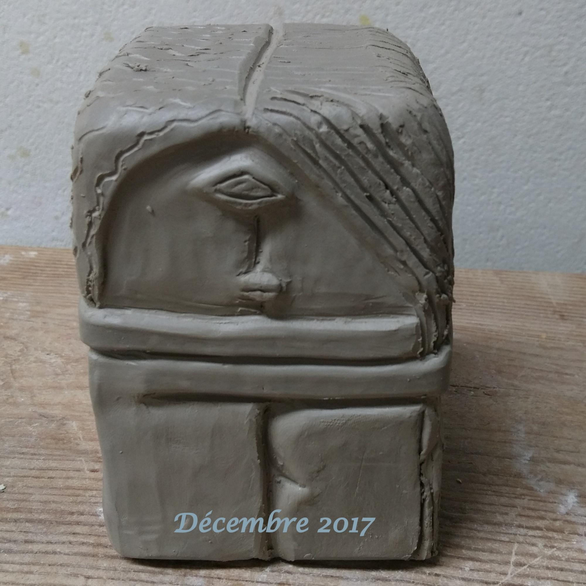 statuette d'argile daté terminée