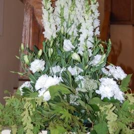 Décoration blanche de rampe d'église ou de buffet