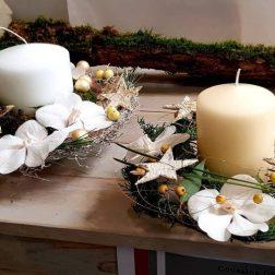 Compositions avec bougies et orchidées Noël blanc et or
