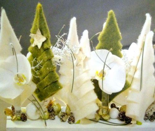 Décoration de table sapin de Noël et orchidée