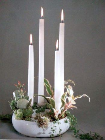 Décoration de table, bougies blanches pour Noël