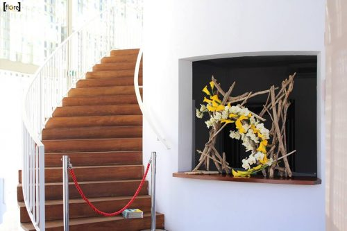 Tableau en bois flotté et fleurs tergal (photo confrère)