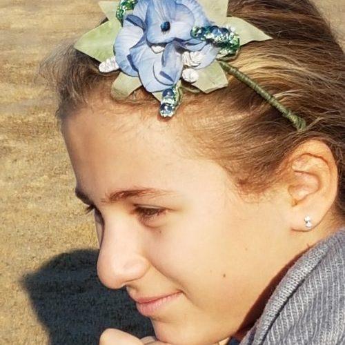 Motif florale en fleurs et feuillage stabilisées sur headband