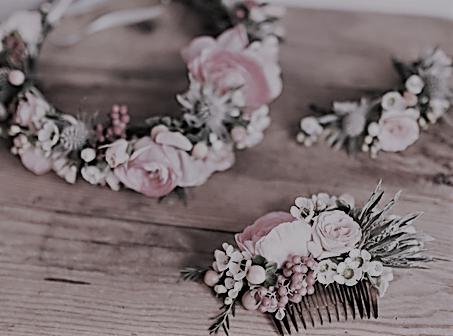 Couronne, barrette et peigne en fleurs séchées