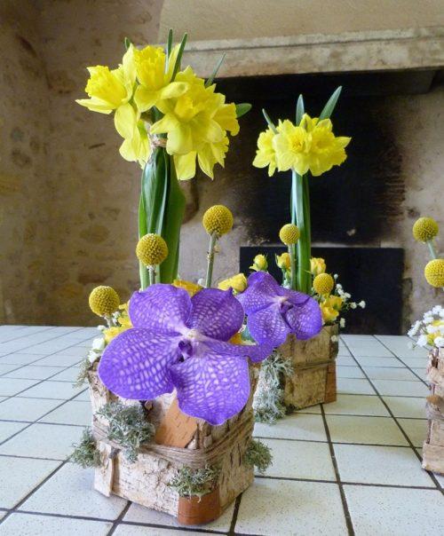 Composition florale jaune et mauve