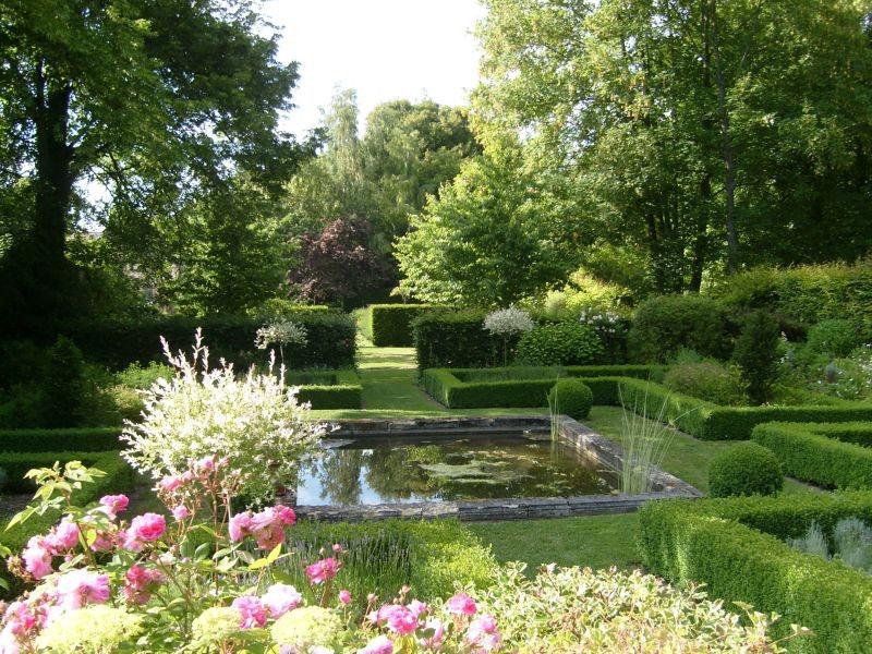 Jardin bien rangé, bien taillé dit  A la française