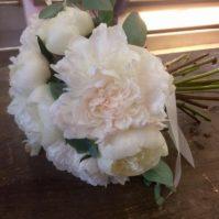 Bouquet de mariée en pivoines duchesse