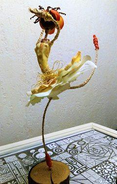 jeune danseuse en pétale de roses