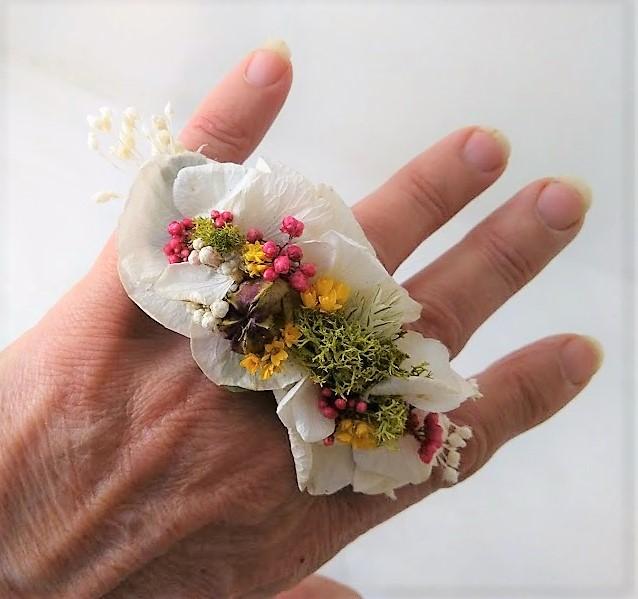 Bague en fleurs stabilisées