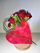 Coeur avec roses rouges